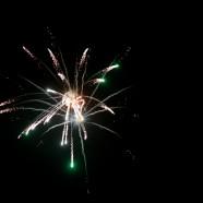 Suasana malam Tahun Baru 2013 di Kota Medan dimeriahkan oleh riuh kembang  api.