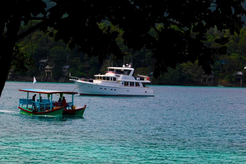 perahu yang digunakan untuk menyeberang ke pulau rubiah