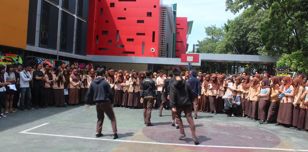 Sejumlah anak medan berbakat turut meramaikan acara Roadshow to school di SMA Harapan 1 Medan dengan aksi sulap dan Shuffle Dance (18/5).