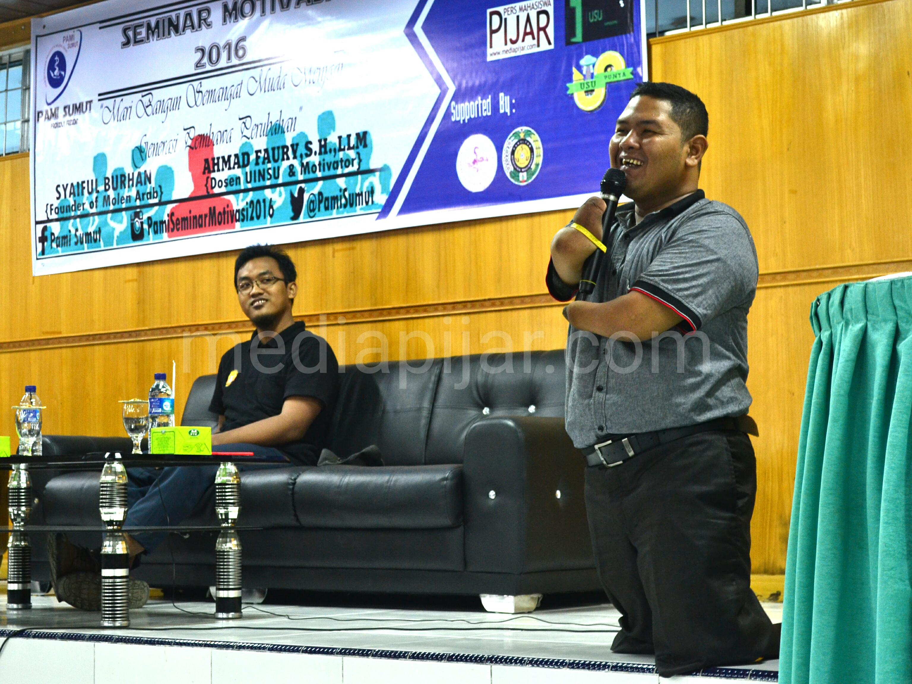 Ahmad Faury (Kanan) dan Syaiful Burhan ( Kiri) sebagai pembicara dalam kegiatan Seminar Motivasi 2016 PAMI SUMUT di Aula FKM USU, Medan. (04/06). Fotografer Reza Andika Putra.