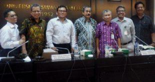 Foto Bersama narasumber Universitas Gajah Mada (UGM) di Ruang Sidang Senat Akademik, Selasa (25/7)