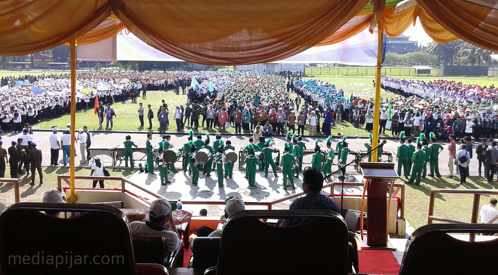 Pihak Rektorat menghadiri dan mengawasi langsung kegiatan PKKMB USU di Stadion Mini USU (24/8)