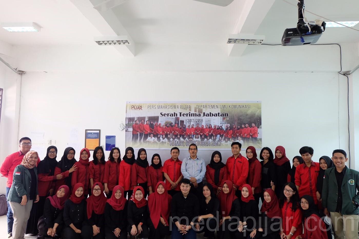 Foto bersama anggota Persma Pijar yang baru. (Fotografer: Putri Arum Marzura)