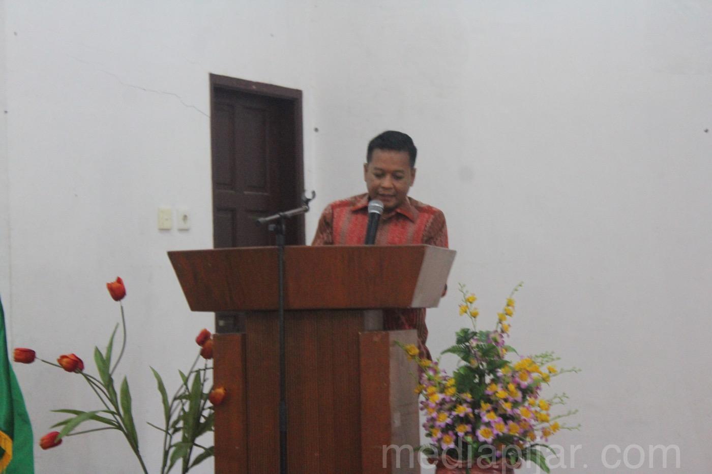 Dr. Muryanto Amin, S.Sos, M.S selaku Dekan FISIP USU pada saat memberikan kata sambutan di Gedung Peradilan Semu Fakultas Hukum USU (18/12). (Fotografer: Fatin Faiza Siregar)