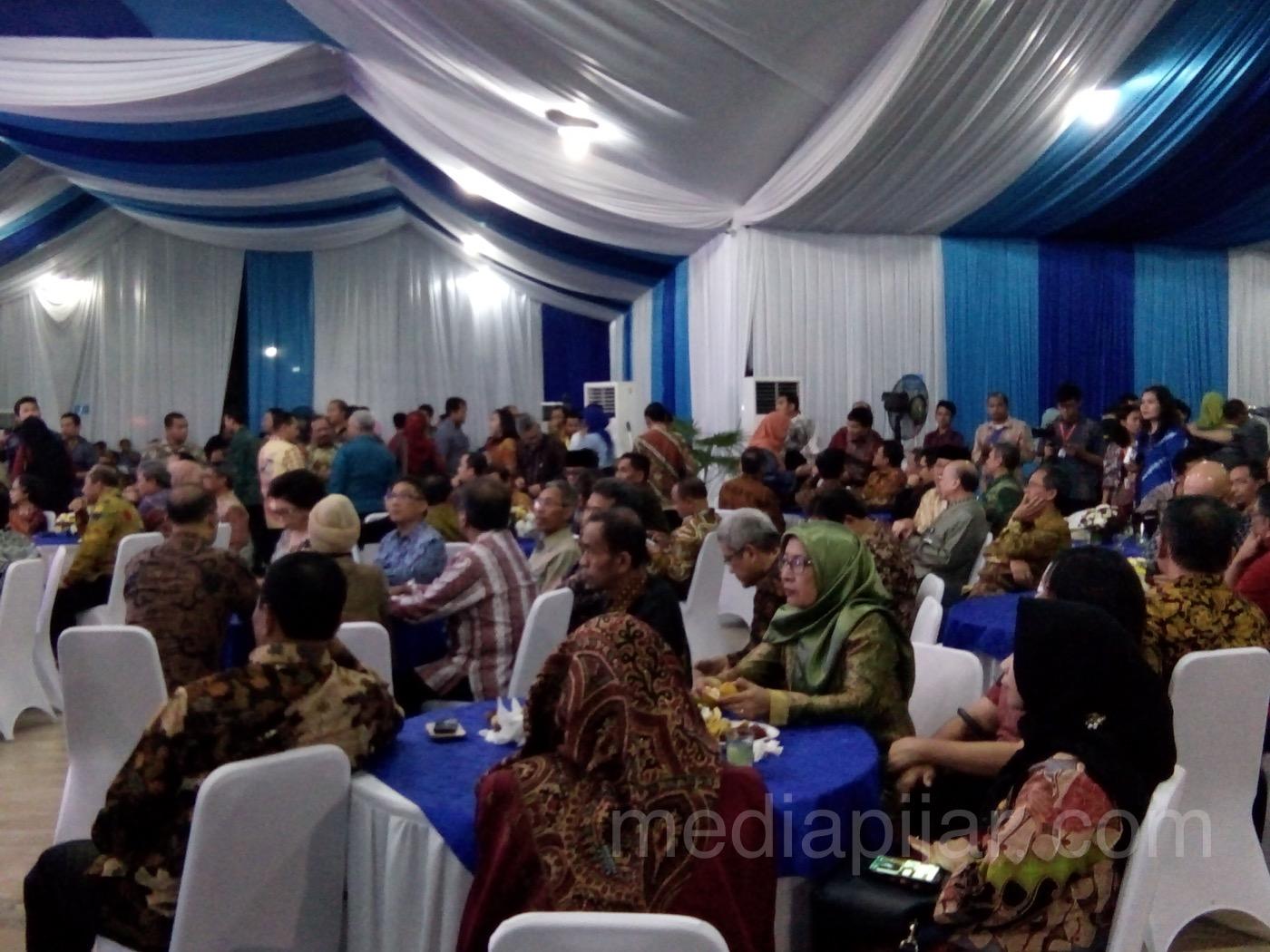 Suasana pada saat acara galadinner rakernas di Gedung Pancasila USU (16/01) (Fotografer: Novita Arum)