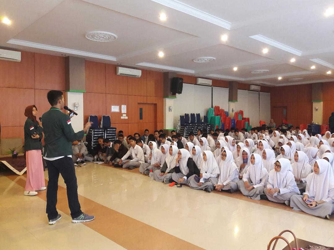 Antusias Siswa-siswi MAN 1 Pekanbaru dalam mendengarkan sosialisasi dari Mahasiswa/I Universitas Sumatera Utara. (26/01)