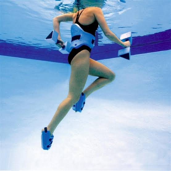 Sumber foto : https://ultrarunningmom.files.wordpress.com/2015/06/pool-running.jpg
