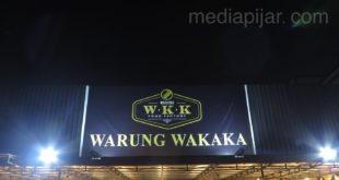 Warung Wakaka: Menyambut Senja, Melepas Malam