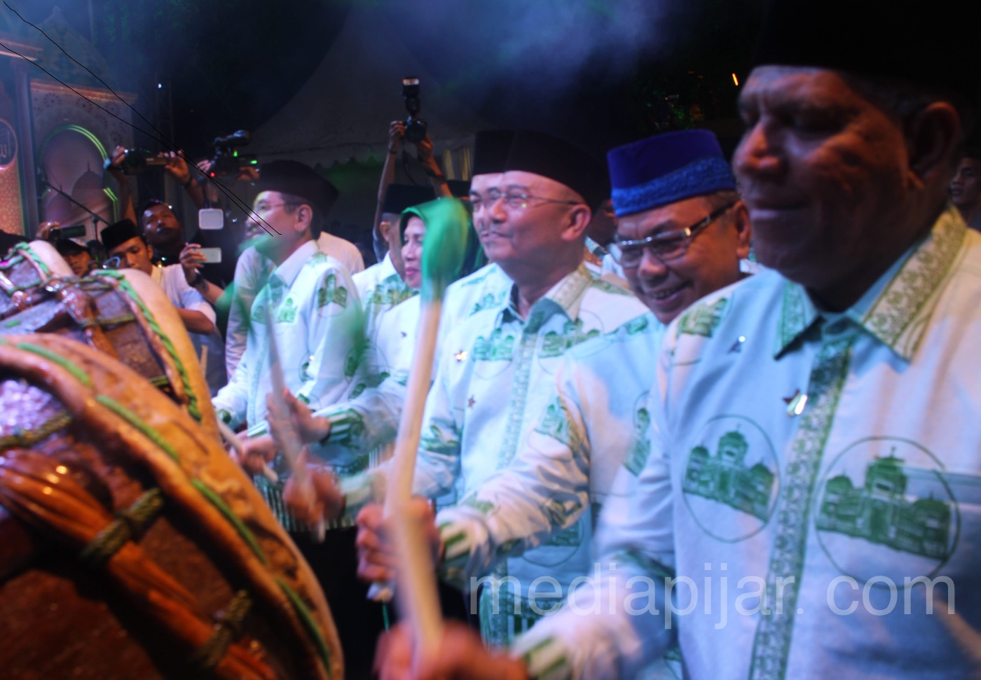 Gubernur Sumatera Utara, Bapak Dr. Ir. H. Tengku Erry Nuradi, M.Si, dan juga Wali Kota Medan, Bapak Drs. H. T. Dzulmi Eldin S, M.Si resmi membuka Ramadhan Fair 2018 pada Sabtu, 19 Mei 2018 di Taman Sri Deli. (Fotografer: Muhammad Hidayat)