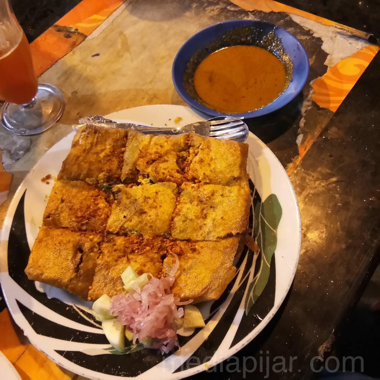 Salah satu sajian menu Martabak di Martabak Horor Medan. (Fotograger: Christian Yosua)