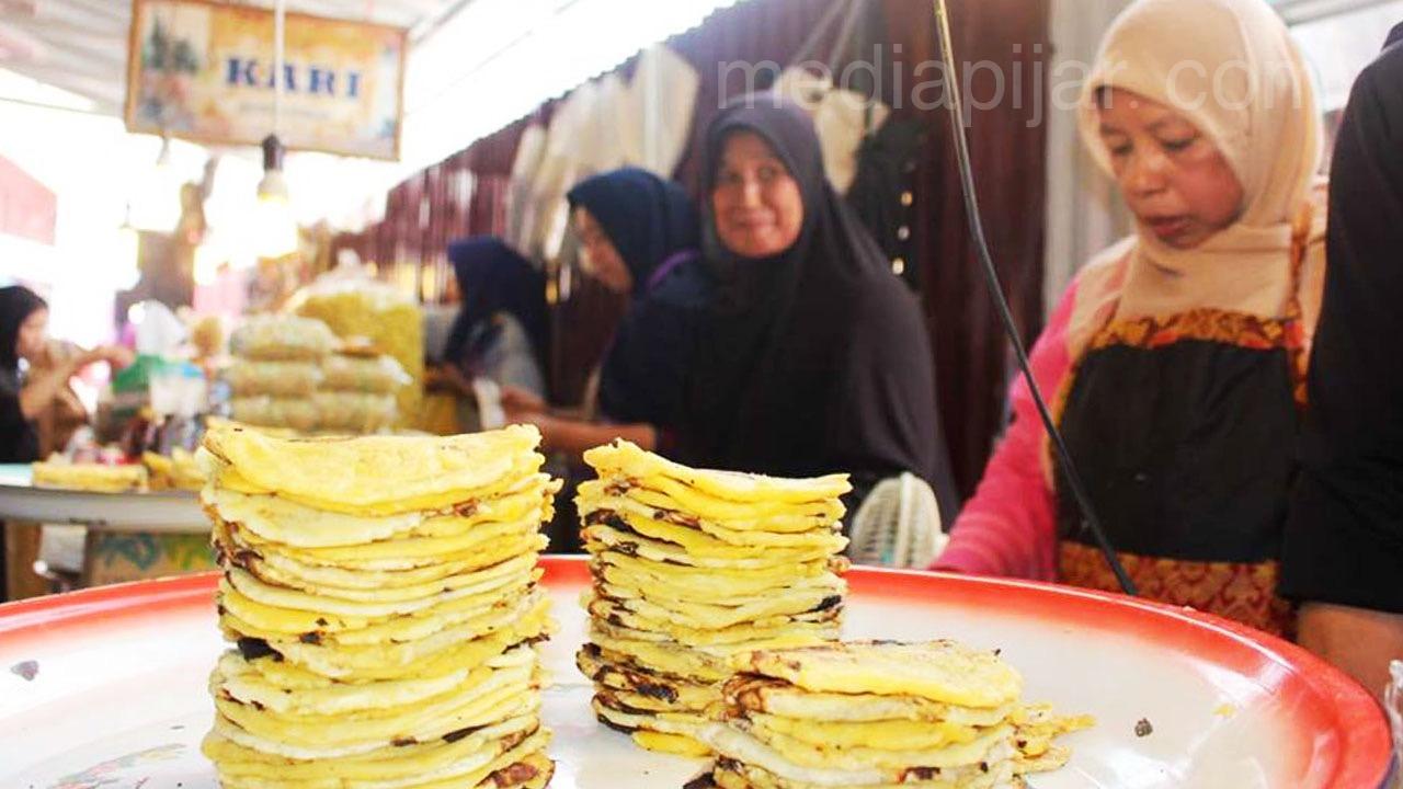 Salah satu spot terbaik menjumpai Pisang Kapik adalah di Pasar Atas Bukittinggi yang lokasinya tak jauh dari Jam Gadang. (Fotografer: Hidayat Sikumbang)