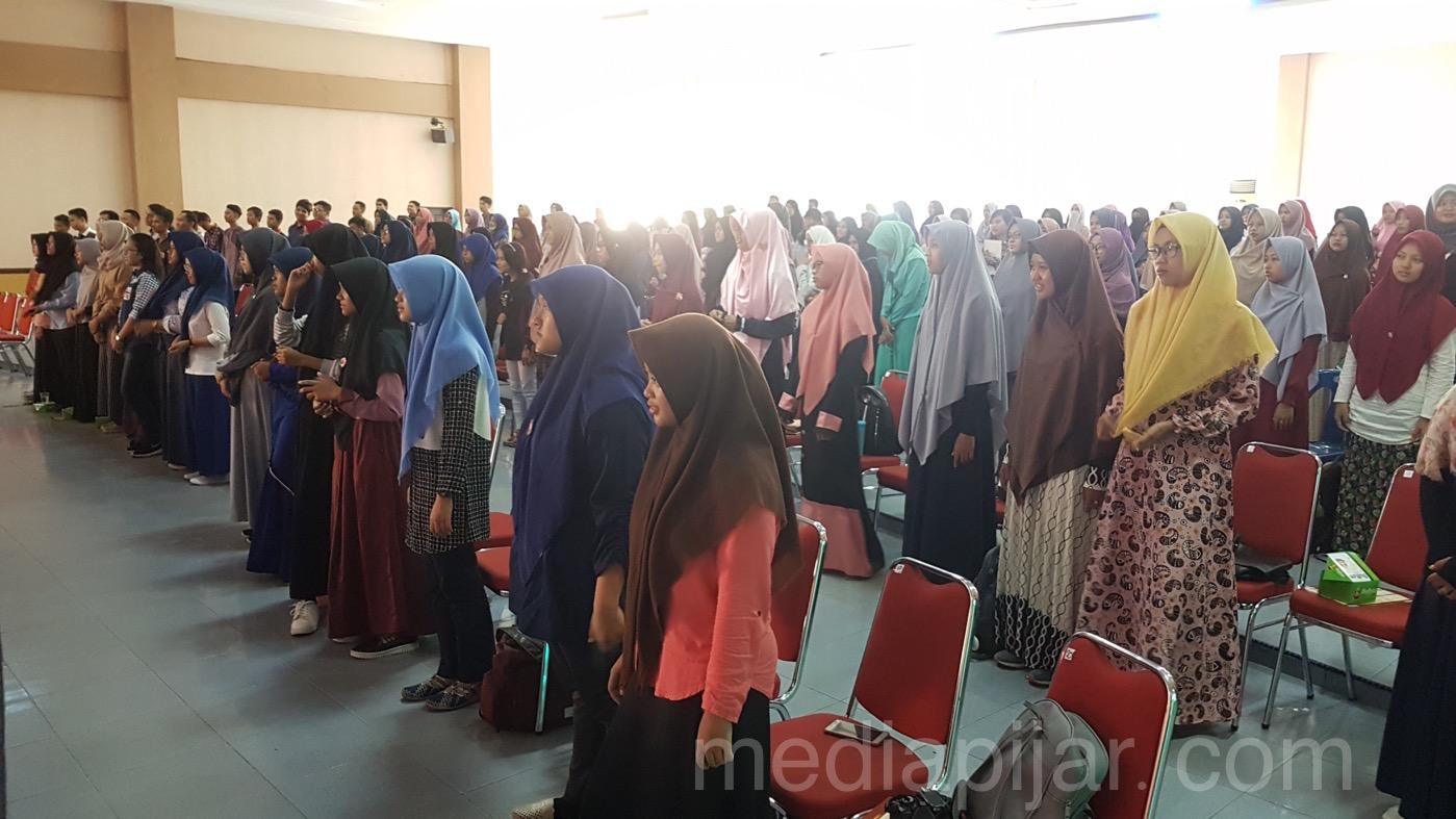 Suasana ramainya para peserta saat Ice Breaking di acara scholarship Expo. (23/9) (Fotografer: Dwi Harizky)