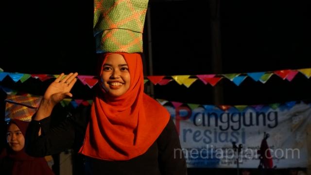 Tari Tor-tor khas Toba dari Divisi Tari Teater O turut menghiasi Panggung Apresiasi. (Fotografer: Abraham Geraldo Purba)