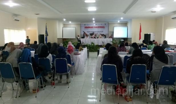 Suasana Seminar Nasional Manusia dan Kebudayaan di Aula FISIP USU, kamis (26/10). (Fotografer: Intan Sari)