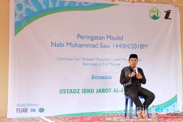 Tausiyah oleh Ustad Ibnu Jarot Al-Jauhari pada acara Peringatan Maulid Nabi SAW 1440H / 2018M di Musholla FISIP USU Lantai 2. (29/11)  (Fotografer: Putri Arum Marzura)