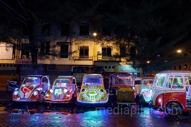 Mobil dayung merupakan salah satu wahana permainan yang bisa dinikmati di Pasaraya MMTC. (Fotografer: Nadia Lumongga Nasution)