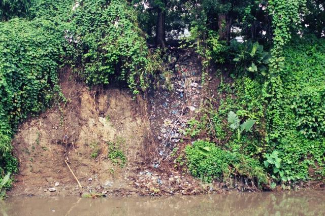 """""""Ada apa dengan sungai ku???"""" - Sungai Deli (Fotografer: Christian Yosua)"""