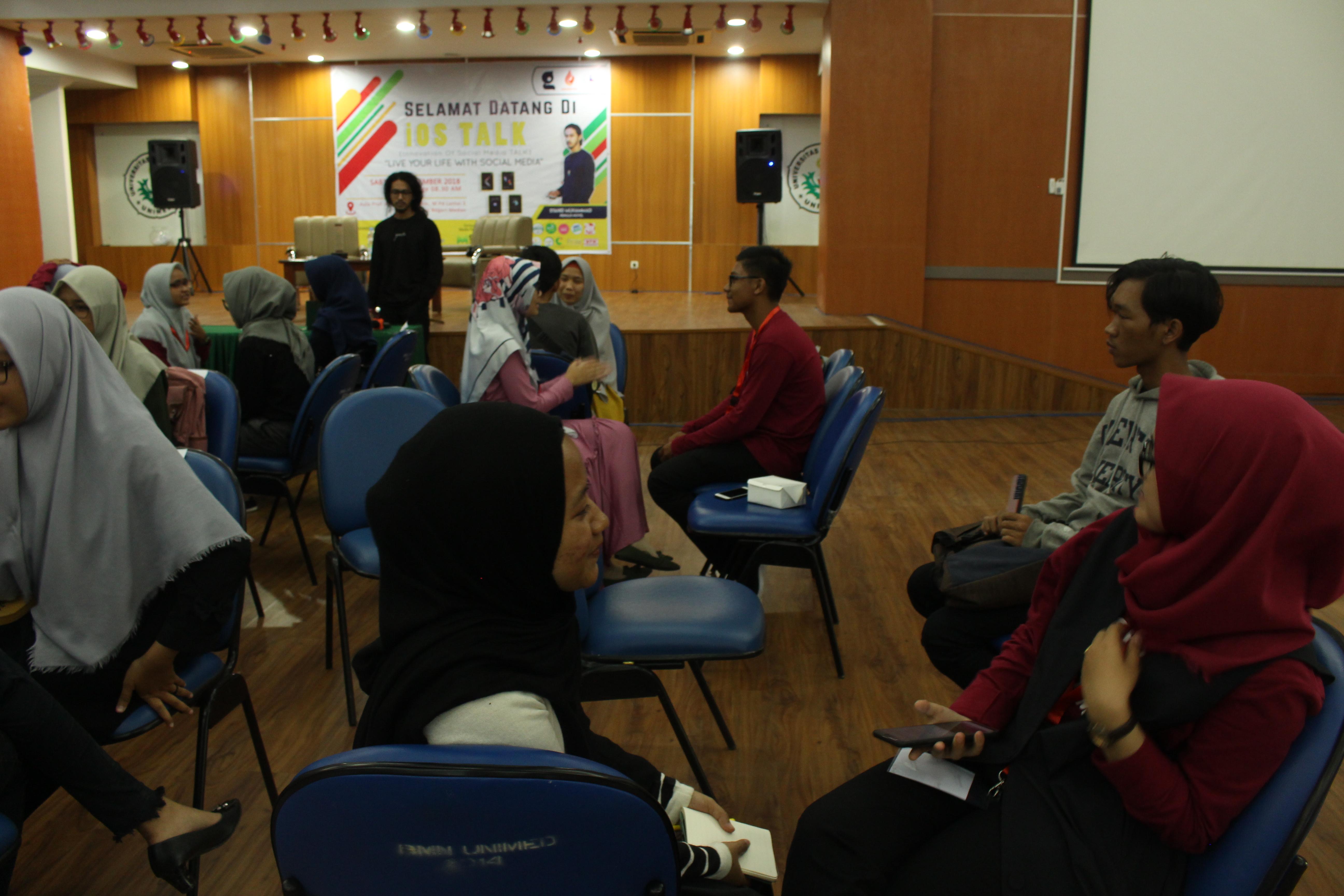 Sesi Mini-Workshop bersama Syahid Muhammad dalam IOS Talk di Universitas Negeri Medan. (15/11) (Fotografer: Hidayat Sikumbang)