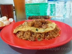 Nasi Goreng, selalu menjadi khas kuliner pinggir jalan. (Fotografer: Yasmin Nabilah)