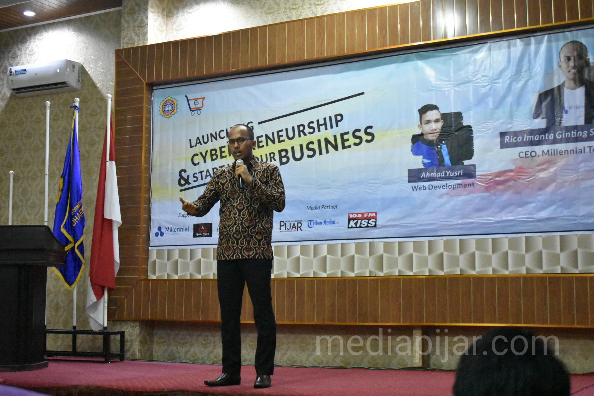 Penyampaian Materi Mengenai Bisnis Start Up oleh Rico Imanta Ginting pada acara Seminar Cyberpreneurship. (2/3) (Fotografer: Achmad Syah Galang)