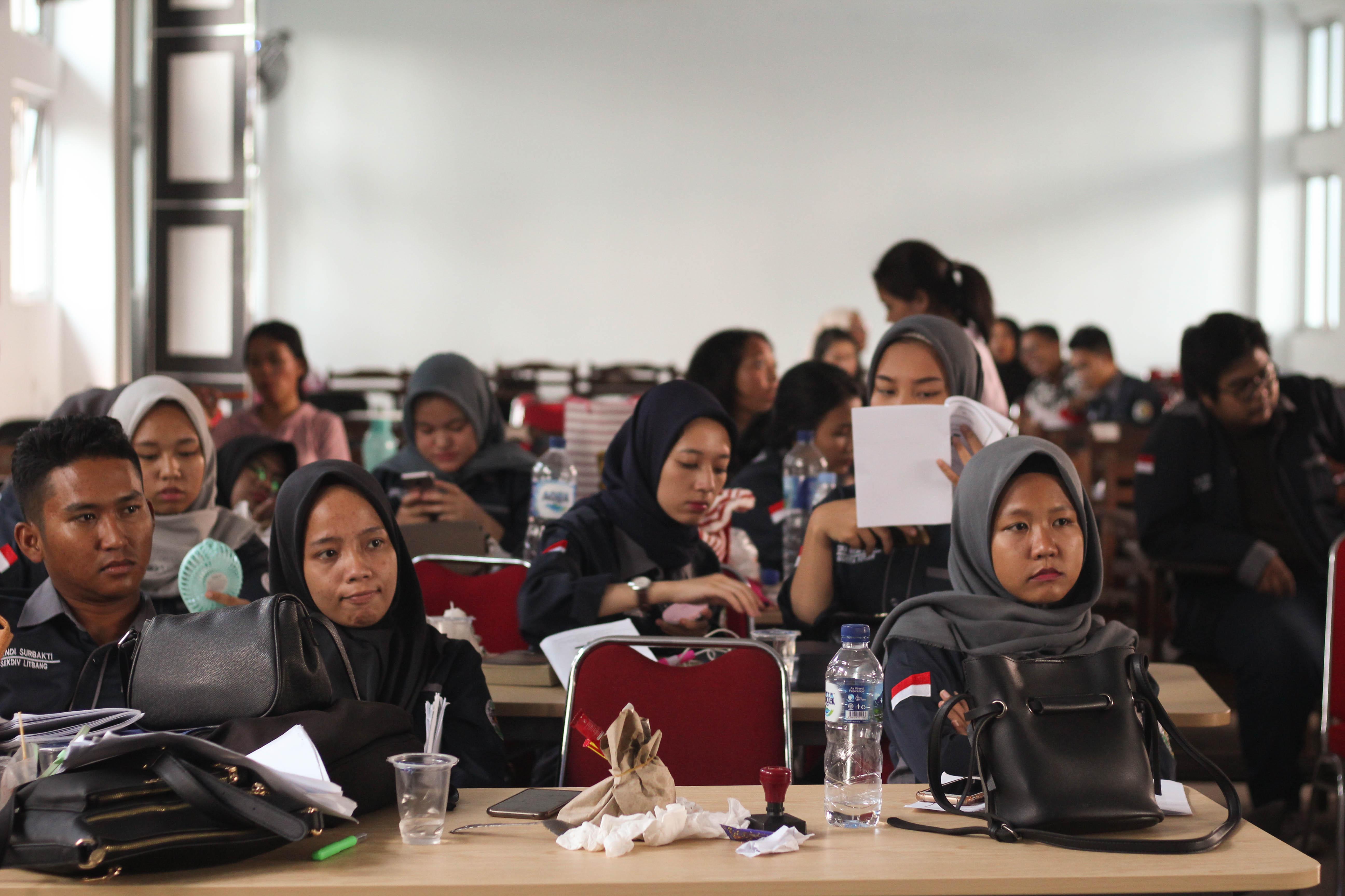 Anggota Forum Musyawarah Program Studi sedang membahas dan mendengarkan pemaparan Laporan Pertanggungjawaban Pengurus IMAJINASI Periode 2018/2019.