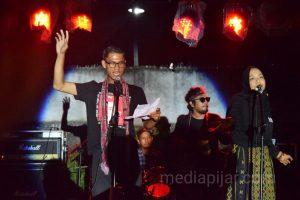 Mereka yang sedang bermusikasilasi puisi, membuat penonton tertegun. (31/3)  (Fotografer: Ainun Putri Lubis)