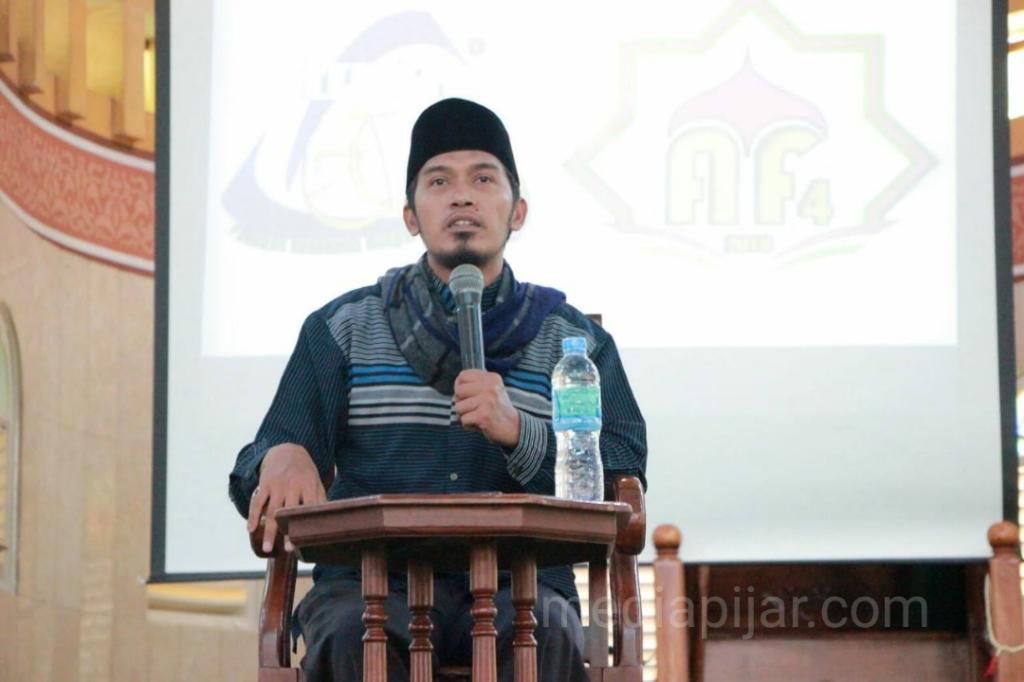 Pemberian tausiyah oleh ustad Rudiawan Sitorus pada tabligh akbar Al-Islah Fair keempat di Masjid Al-Jihad Medan. (31/3) (Sumber foto: Panitia Pelaksana)
