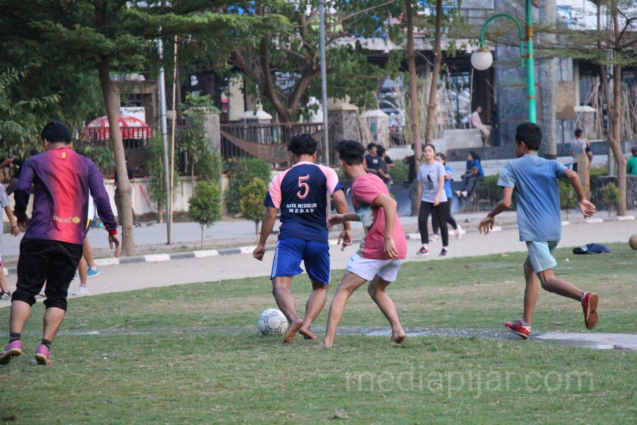 'Sepak Bola di Sore Hari'. (Fotografer: Indah Ramadhanti)