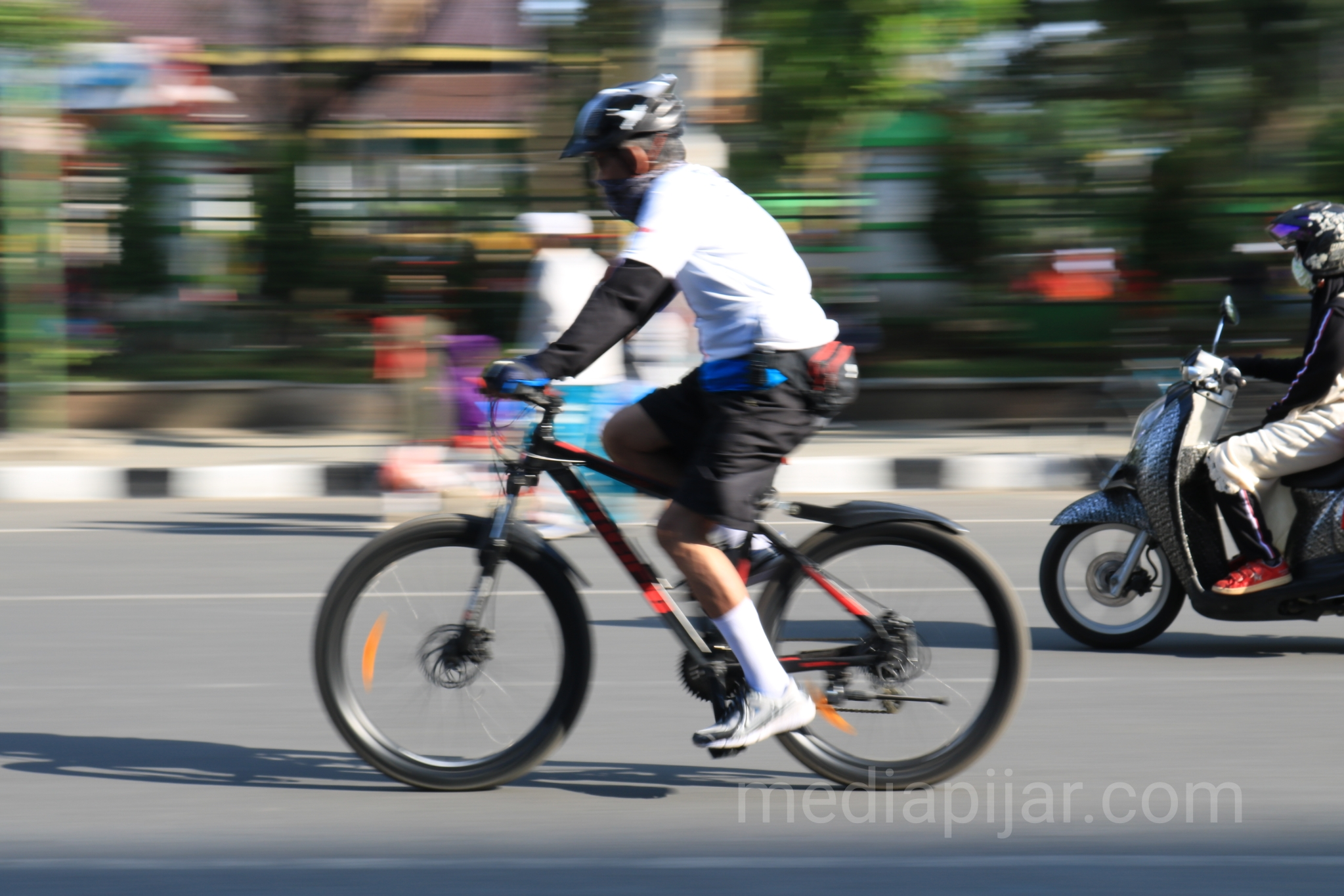 Mari bersepeda setiap pagi dan selalu budayakan hidup sehat. (Fotografer: Dwi Harizki)