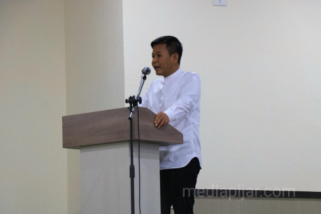 Dekan FISIP USU, Muryanto Amin menyampaikan kata sambutannya dalam Yudisium di Aula Serbaguna FISIP USU. (20/5) (Fotografer: Dwi Harizki)