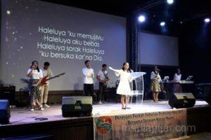 Suasana Paskah yang diadakan oleh Fakultas Psikologi USU di Gereja IFGF. (10/5) (Fotografer: Hesmitha Eunike)