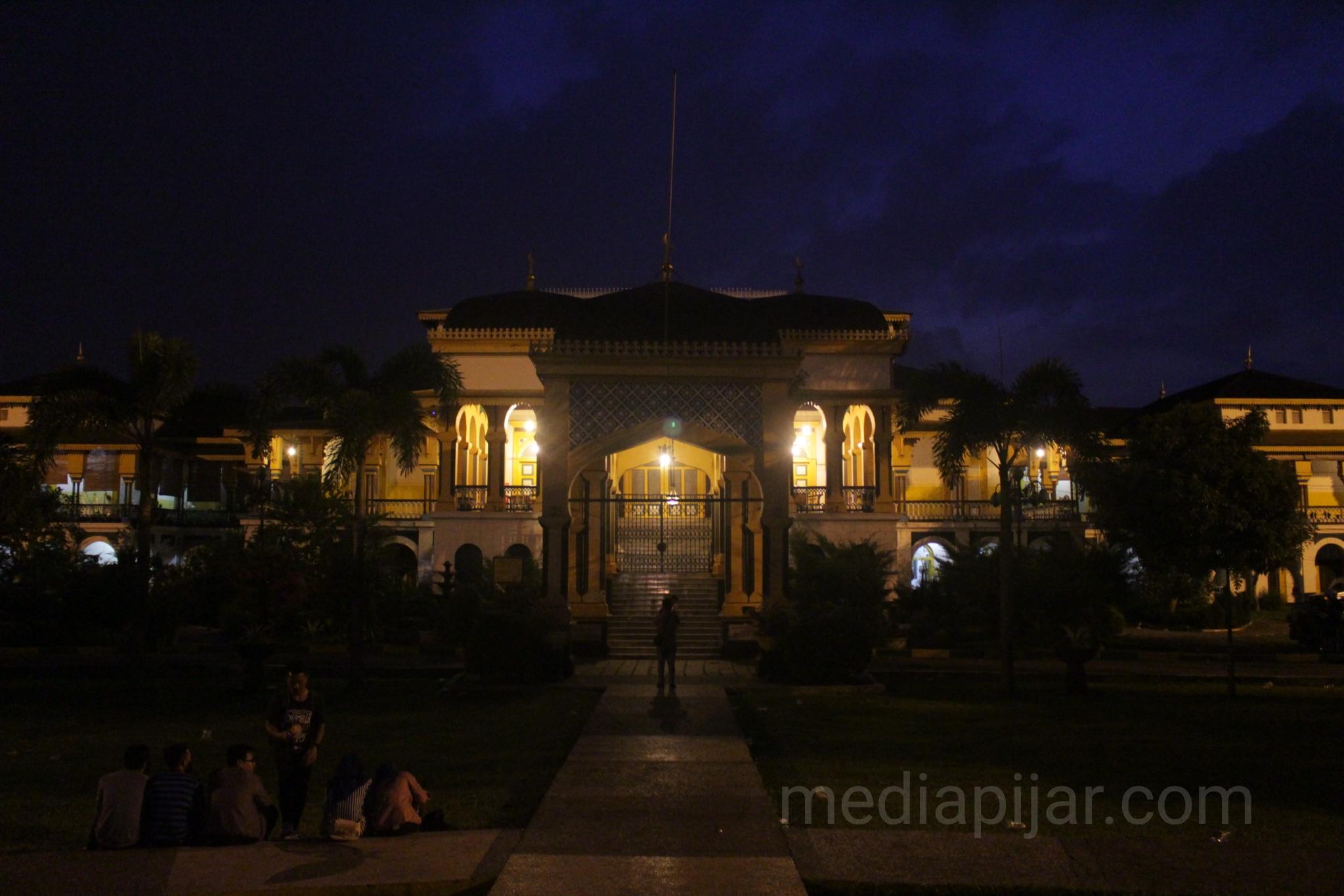 'Agung ditengah gelap, Berbinar dalam sejarah'. (Fotografer: Hidayat Sikumbang)