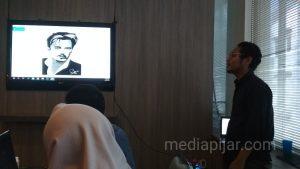 Penyampaian materi Class editing oleh Ronaldi P Sinulingga (29/11). (Fotografer: Arsy Sakila Dewi)