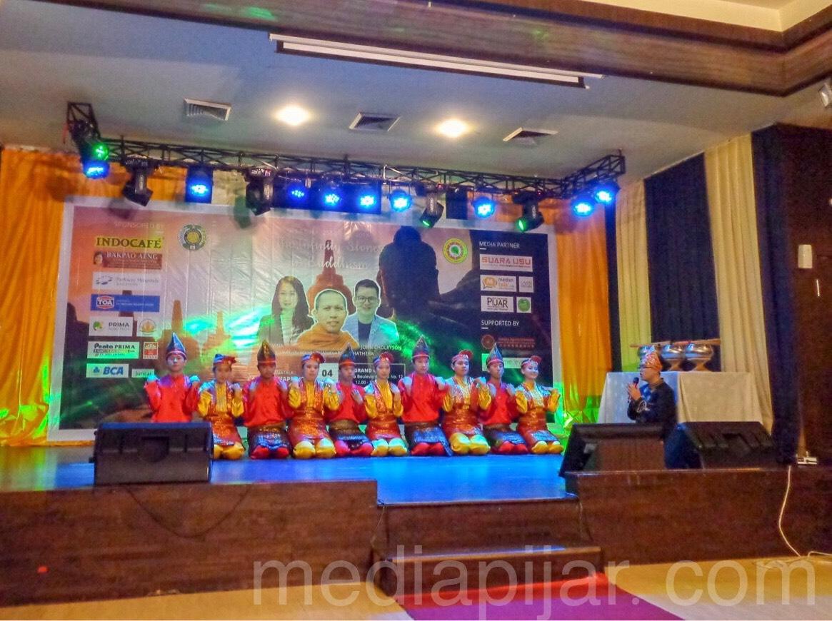 Persembahan Tari Saman dari KMB-USU (4/8) (Fotografer: Aisha Tania Sinantan Sikoko)