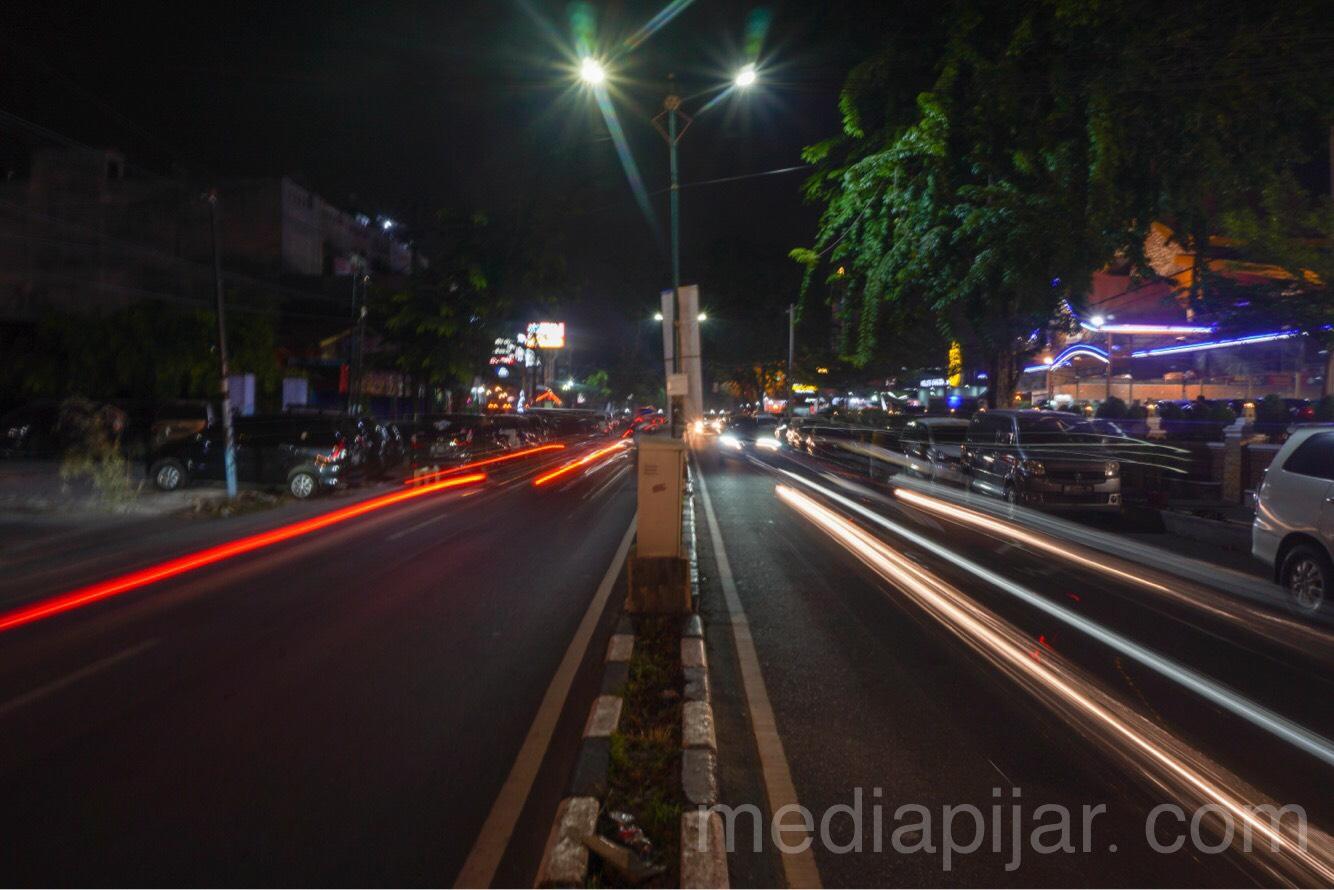 """Medan tak pernah sepi walaupun malam hari"" (Fotografer: Valencia Christiani Zebua)"