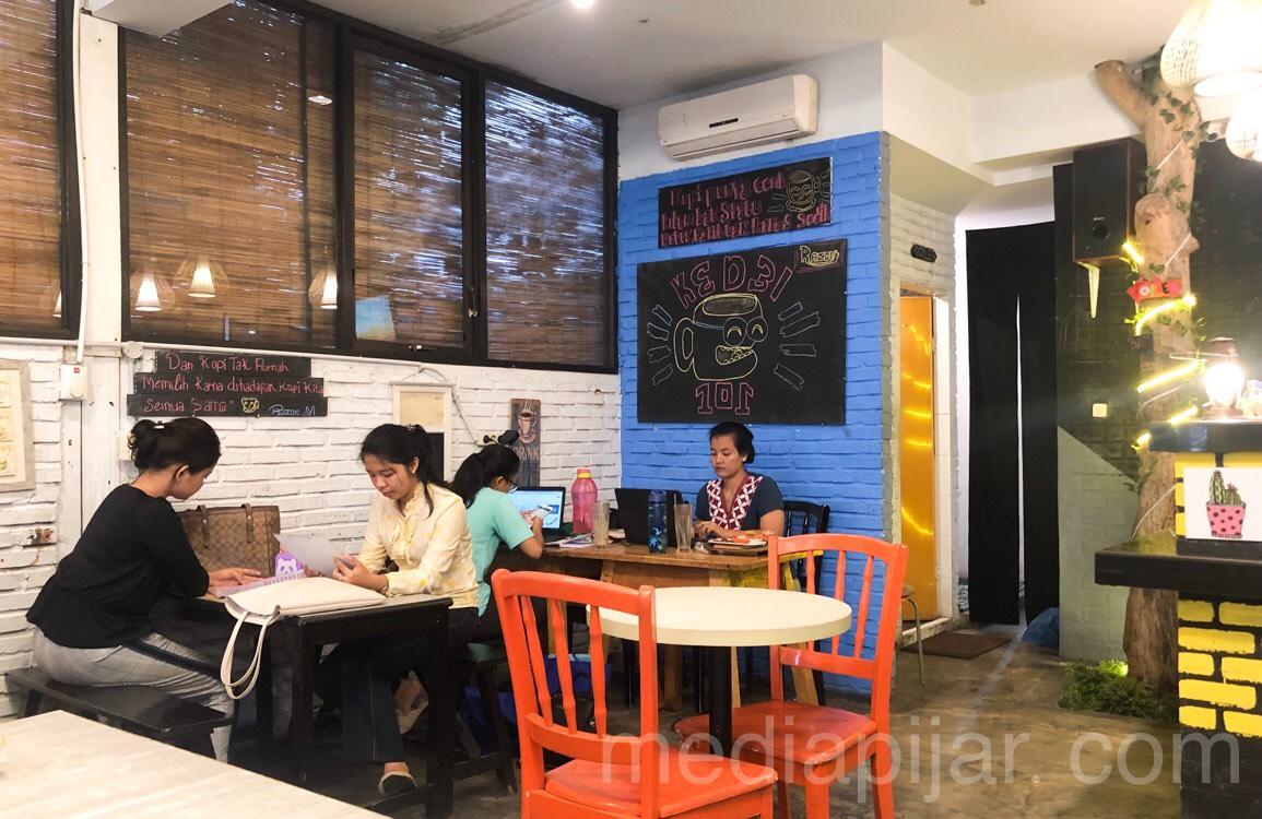 Suasana pengunjung di dalam Kedei 101 Fotografer: Indah Ramadhanti