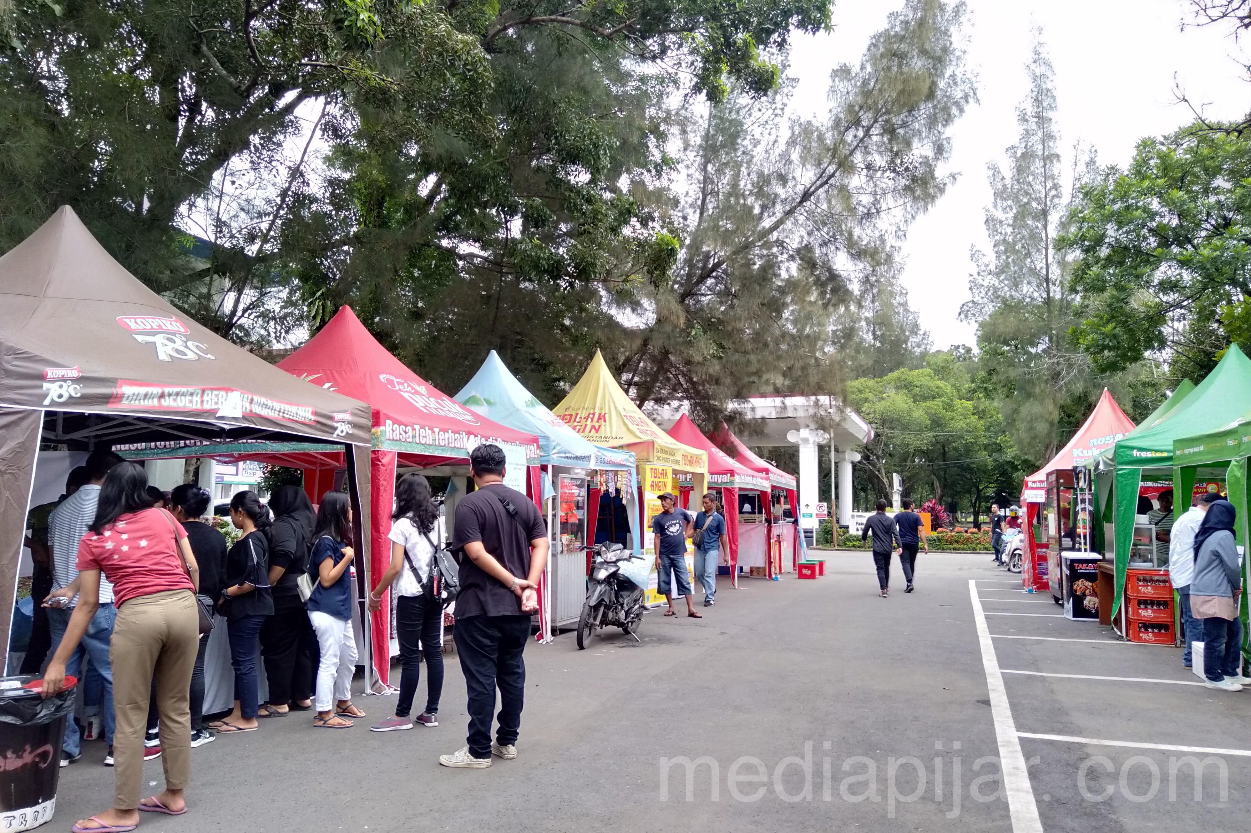 Bazar-bazar yang dapat dapat ditemui di Dies Natalis & Alumni Gathering FISIP USU (26/10)  Fotografer: Meylinda Pangestika