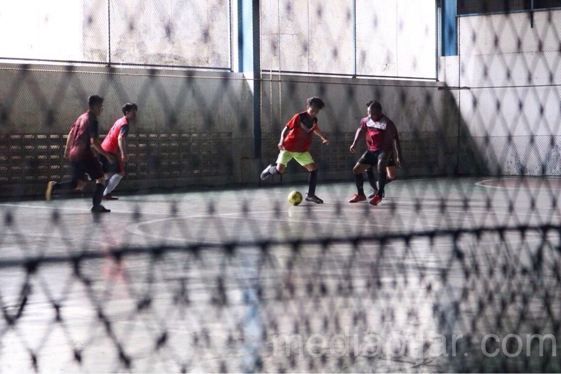 Salah satu pertandingan futsal yang diadakan di Cemara Asri Sport Center pada acara Management Solidarity Games 2.0 (MSG) (27/10)