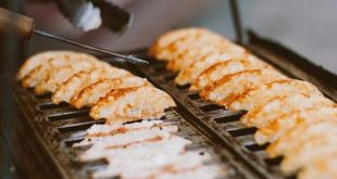 Menduetkan Kue Pancong dan Segelas Kopi adalah Cara Sederhana Menikmati Pagi