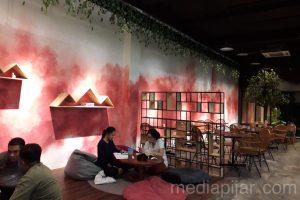 Dengan konsep yang tenang dan nyaman, Duklu Coffee menjadi tempat yang digemari bagi pengunjung untuk bersantai dan mengerjakan tugas Fotografer: Asti Febriana