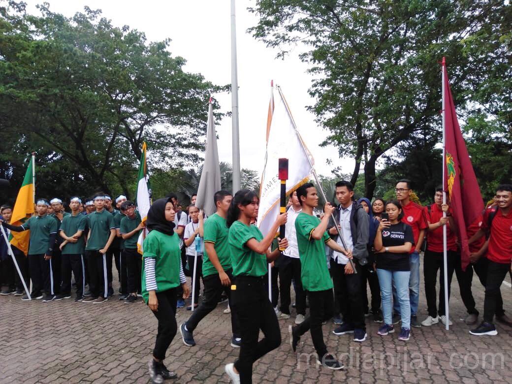 Pawai dan maraton obor oleh Mahasiswa berprestasi USU (31/10) Fotografer: Miftahul Jannah