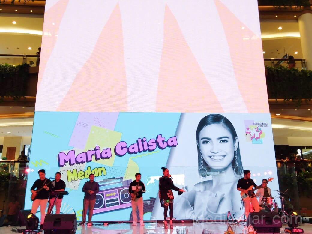 Hiburan yang dibawakan oleh Maria Calista di Sun Plaza, Medan pada (17/11) (Fotografer: Muhammad Ridho)