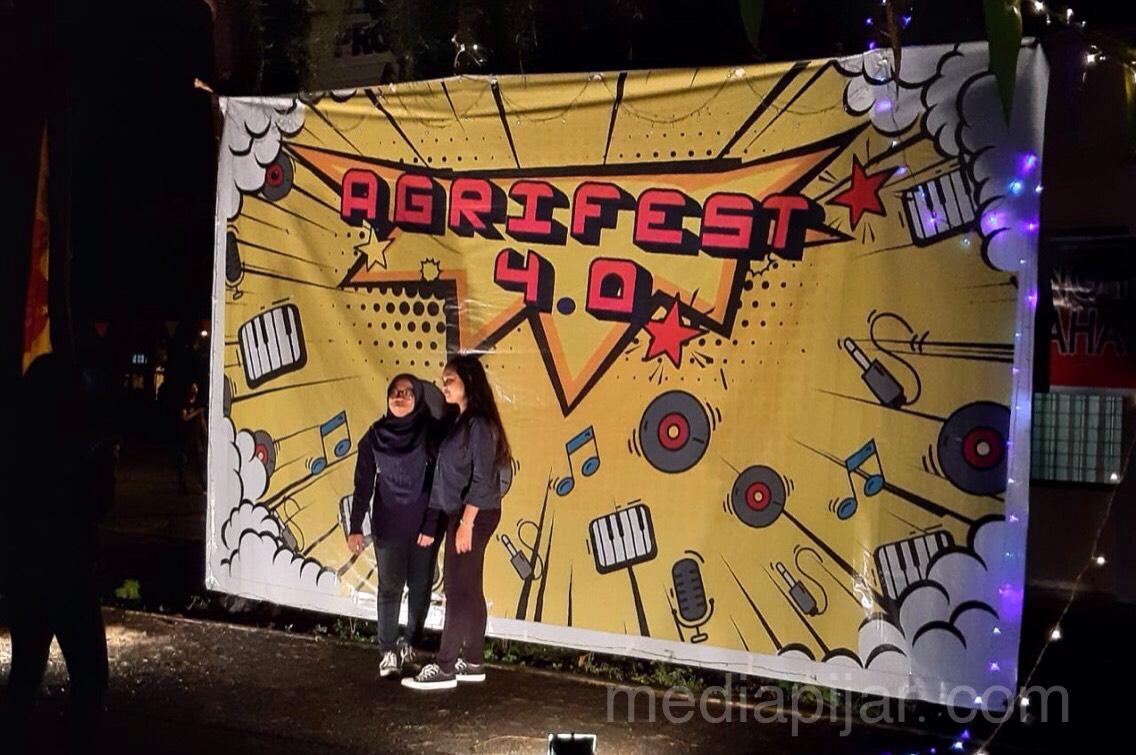 Para pengunjung ber-swafoto di photobooth (14/12)Para pengunjung ber-swafoto di photobooth (14/12) Fotografer: Zain Fathurrahman  Fotografer: Zain Fathurrahman