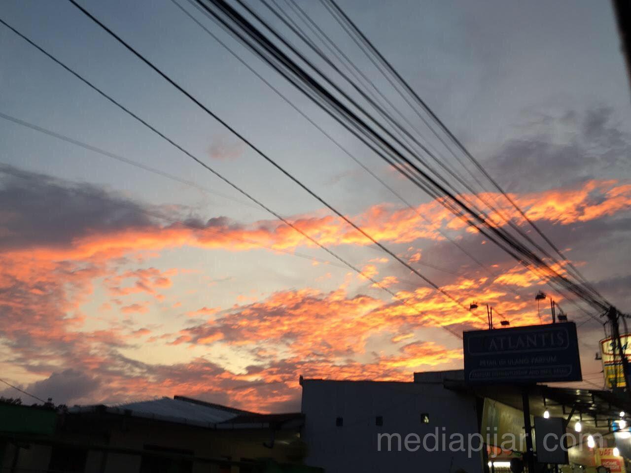 """""""Senja selalu saja indah dimanapun berada"""" Fotografer: Patricia Astrid"""