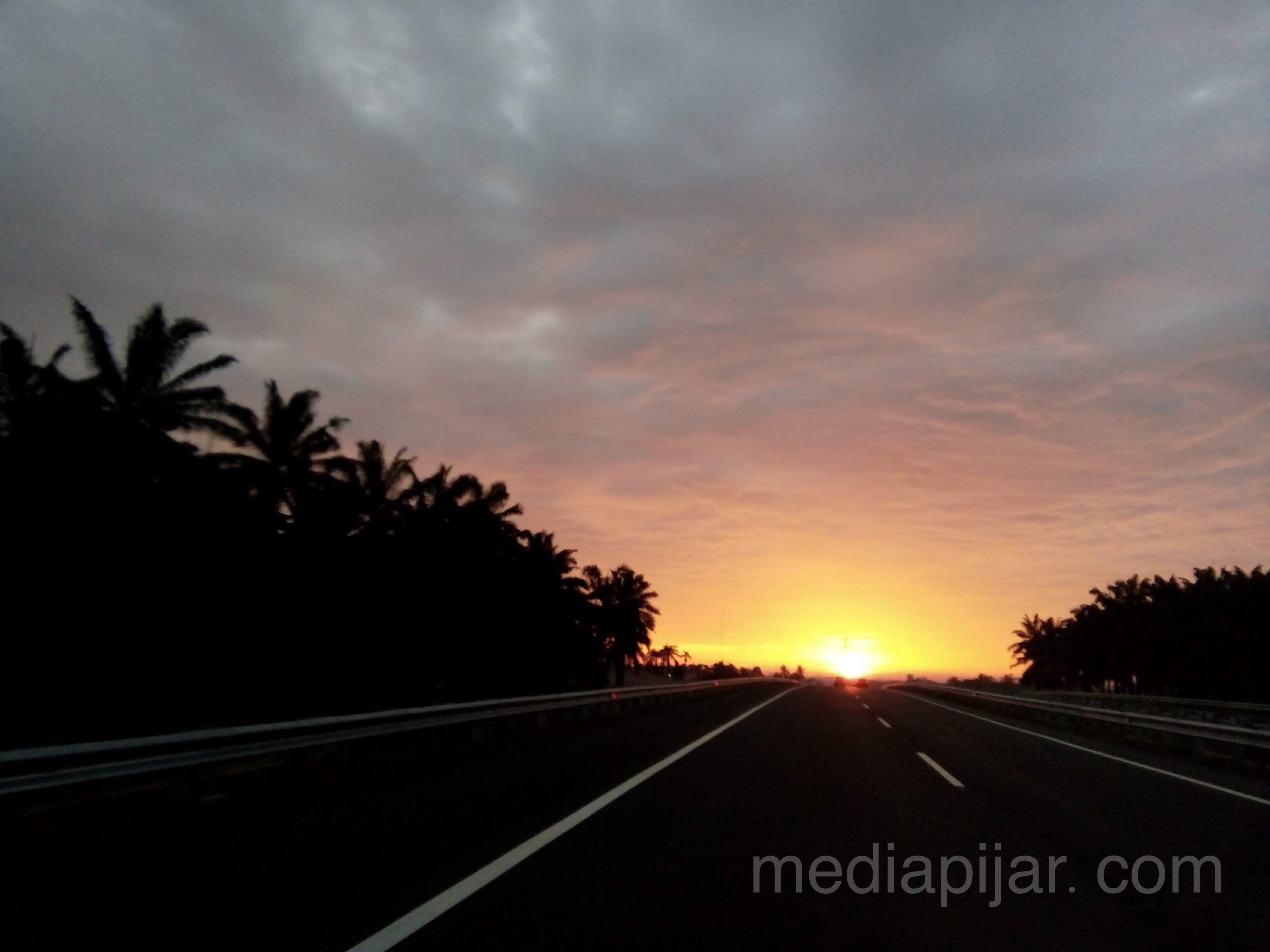 """Senja menyapa pertanda malam pun tiba"" Fotografer: Talitha Nabilah"