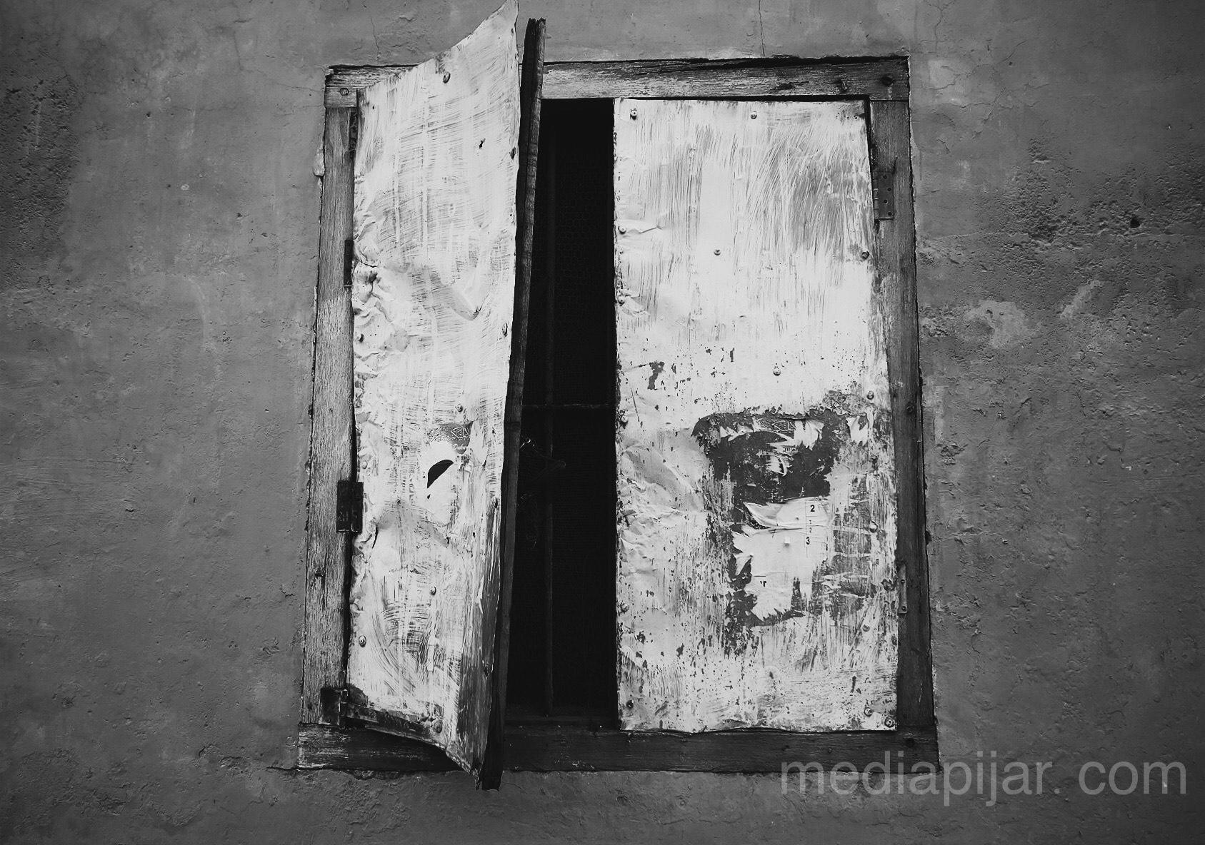 Jendela dibalik suatu tempat Fotografer: Putri Arum Marzura