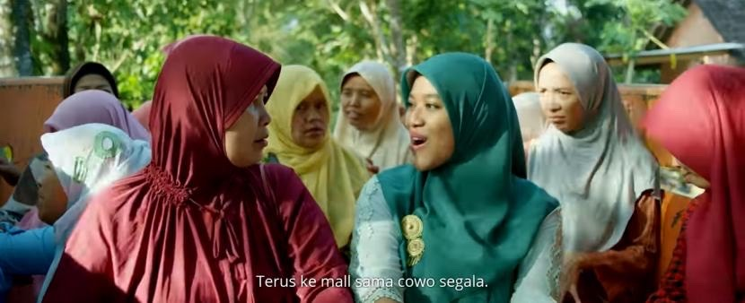 Sumber: republika.co.id Bu Tejo dan rombongan ibu-ibu dalam film TILIK yang sedang dalam perjalanan menjenguk Bu Lurah di rumah sakit.